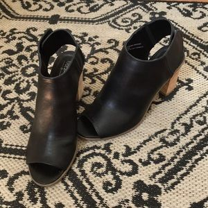 Mossimo black faux leather heeled boots, 5.5